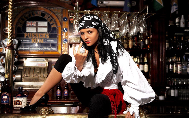 1440x900_pirate-girl.jpg